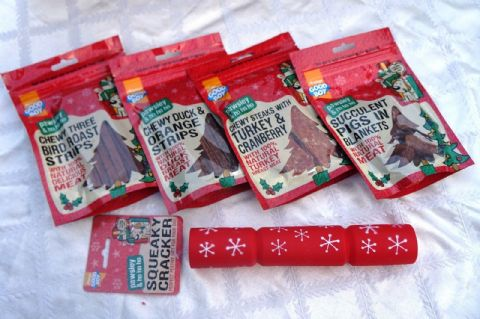 DOG CHRISTMAS BANQUET TREAT GIFT BOX WITH DELI TREATS AND SQUEAKY VINYL CRACKER